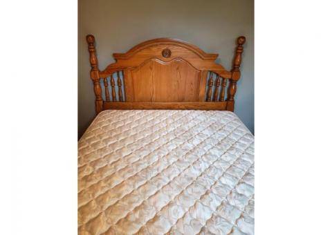 Queen/Full Solid Oak Bedroom Set